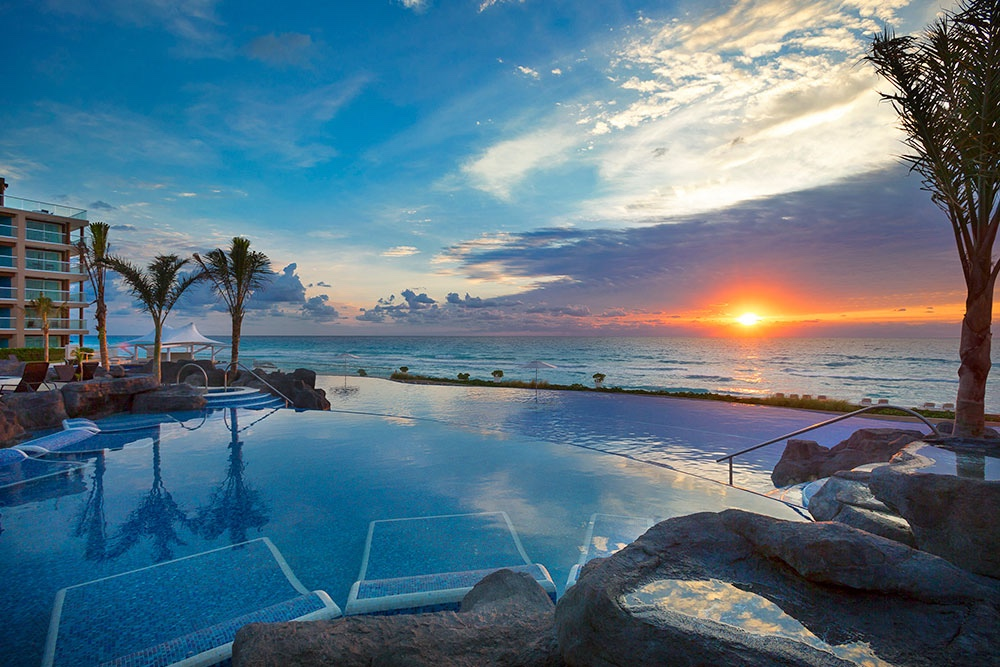 hard-rock-hotel-cancun-pool-sunrise